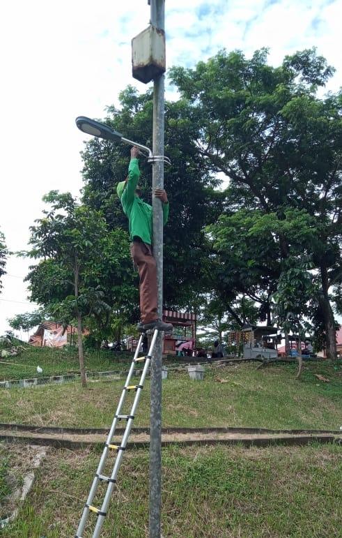 Lampu Penerangan Rth Taman Kutawaringin Di Ganti Baru Masyarakat Merasa Nyaman Bandung Berita
