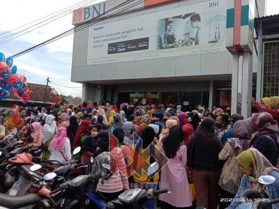 Lsm Soroti Kerumunan Di Bank Bni Banjarsari Ciamis Bandung Berita